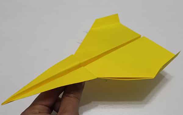 Course d'avion en papier